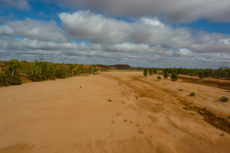 The Ghan in Australien: Landschaft im Outback.