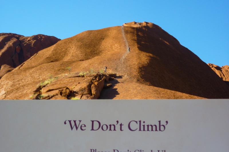 Den Uluru (Ayers Rock) sollte man nicht besteigen.