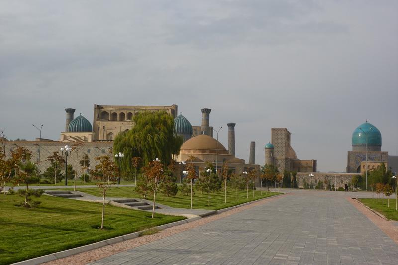 In Samarkand bei einer Reise nach Usbekistan. Blick auf Registan.