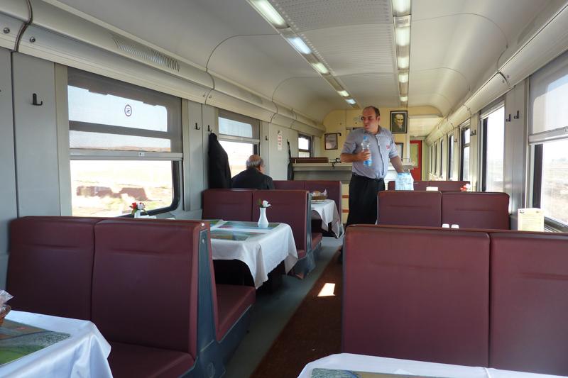 Speisewagen im Transasia-Express