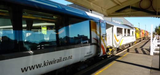 TranzAlpine im Bahnsteig