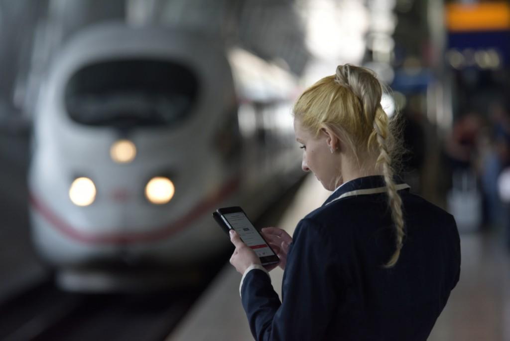 Bahncard als Handy-Ticket. Foto: Thomas Herter/Deutsche Bahn AG.