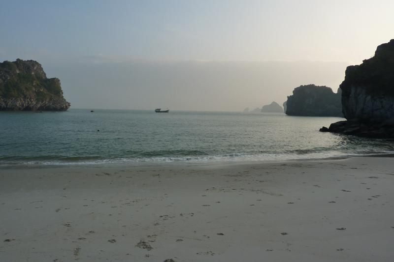 Cat Co: Strand auf der Insel Cat Ba