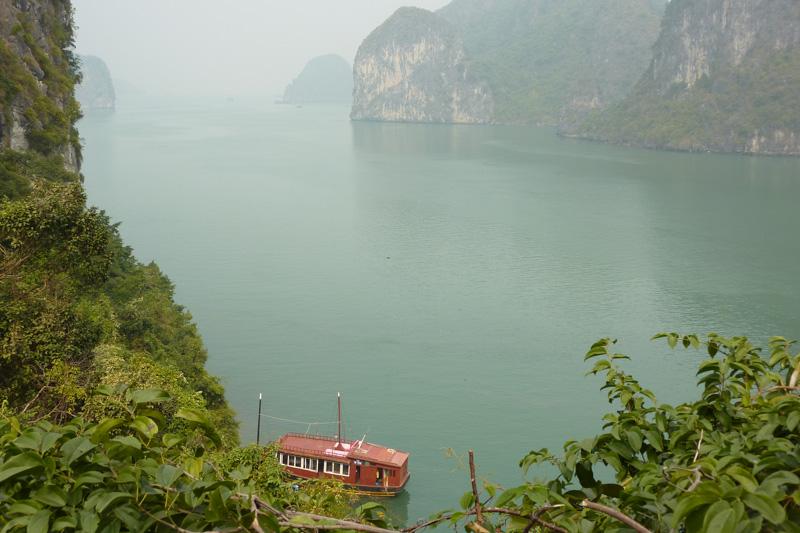 Ausblick von oben auf die Halong Bucht