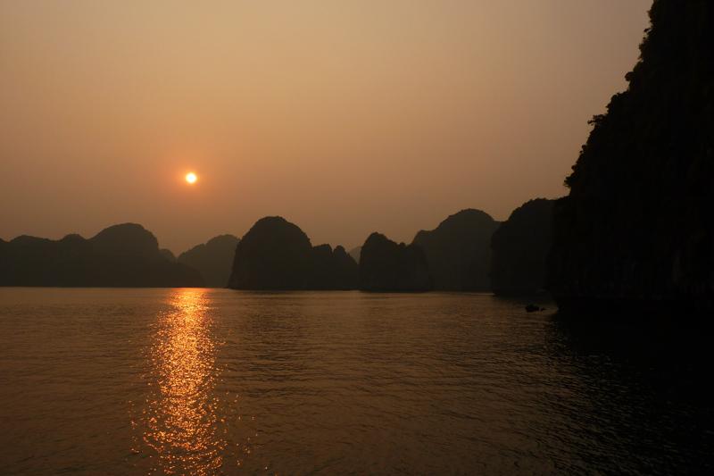 Sonnenuntergang Halong Bay