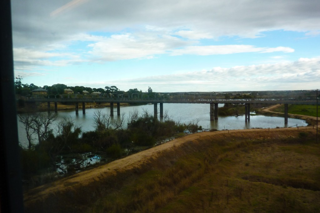 Landschaft bei der Zugreise im Overland in Australien