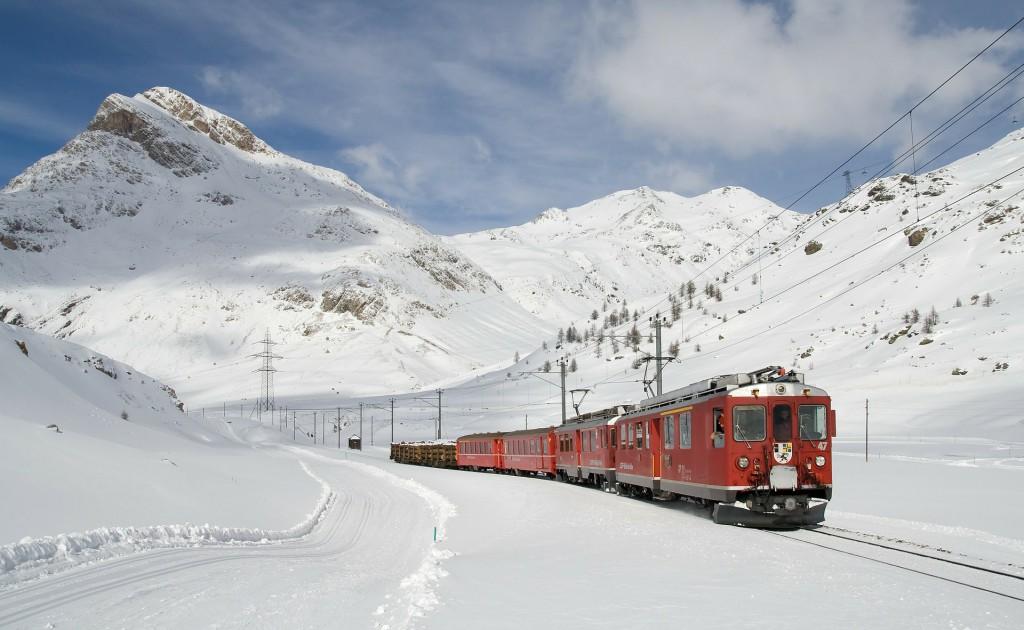 Winterlandschaft: Mit der Bahn ins Skigebiet