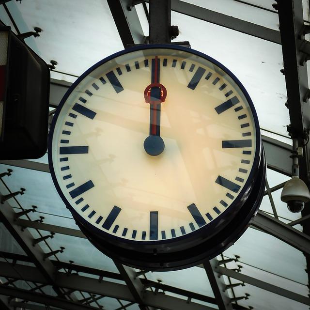Bahnhofsuhr: Sparpreise jetzt sechs Monate vorher buchen
