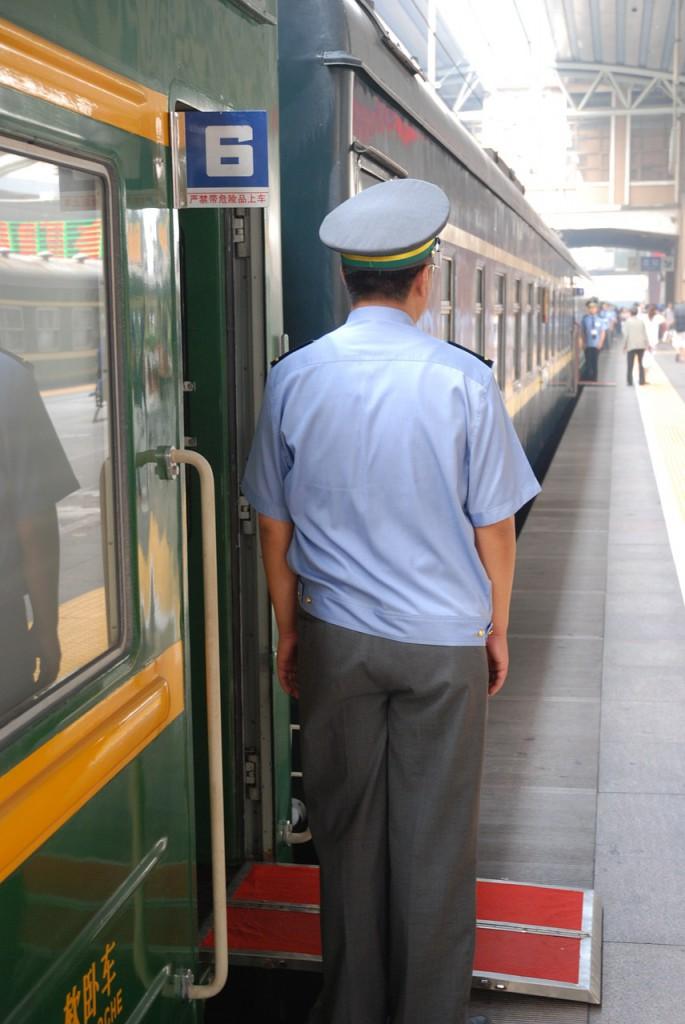 China: Zug am Bahnhof