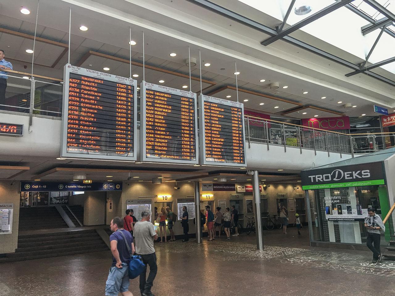 Zugticket Baltikum Bahnhof