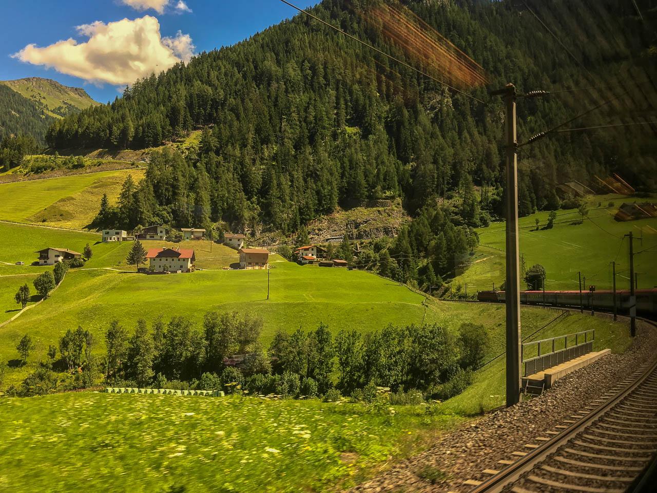 Zug Italien Landschaft