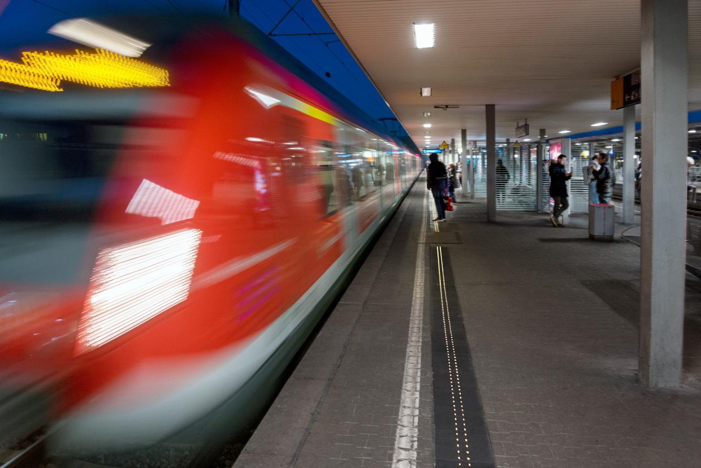 Deutsche Bahn leuchtende Bahnsteigkante