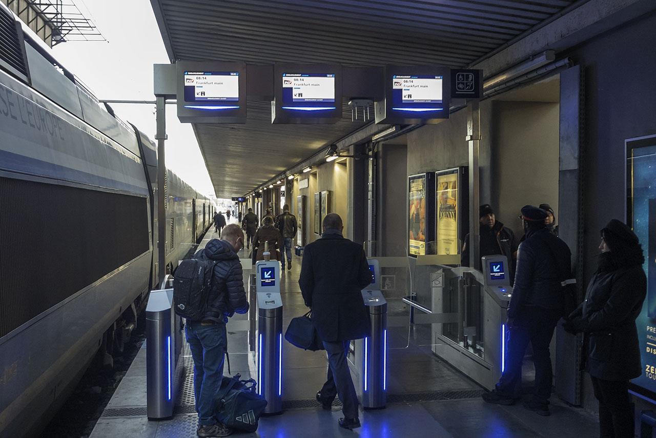 Zugticket Marseille Bahnsteigsperren