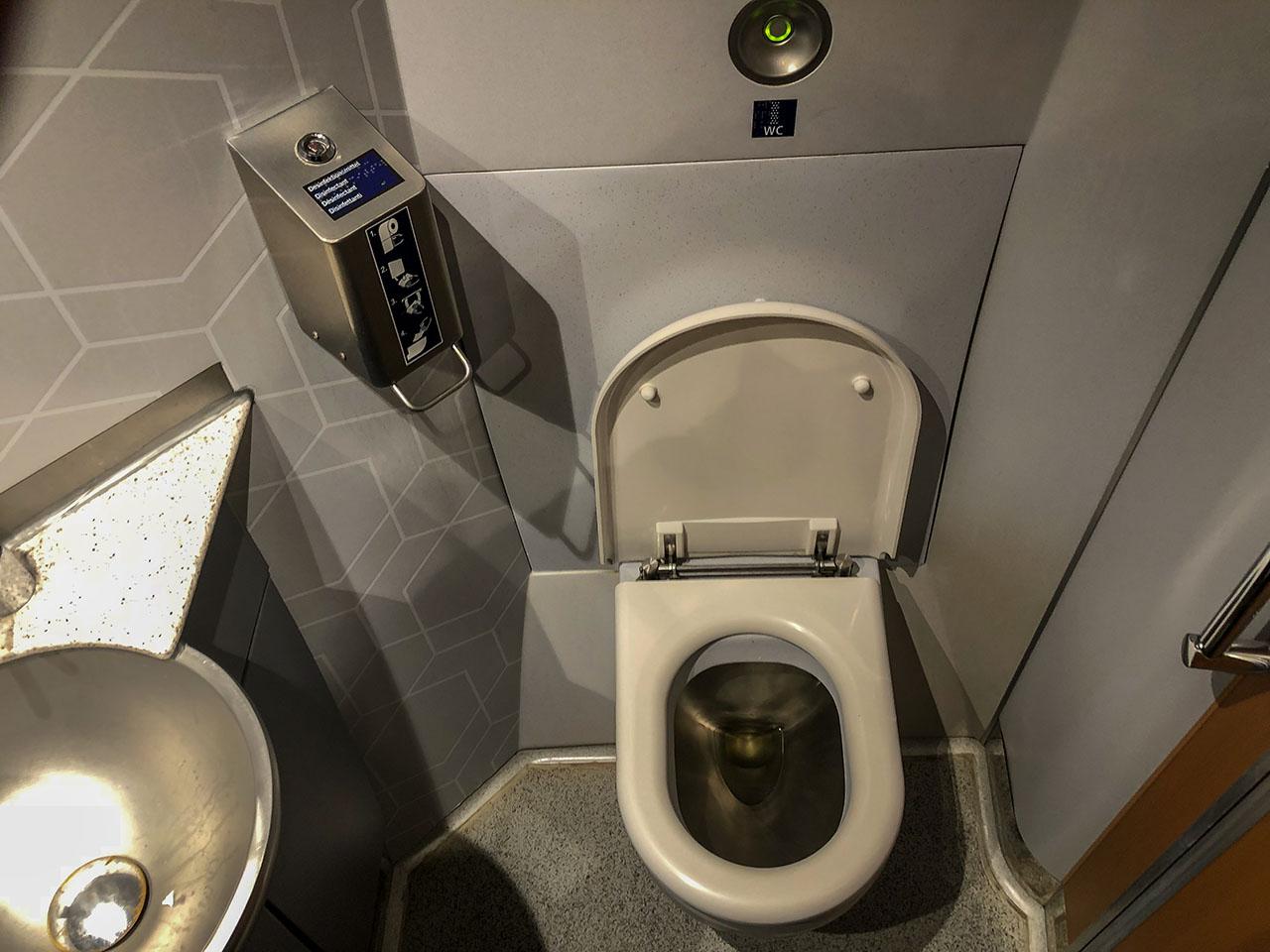 Bahn Unisex-Toilette